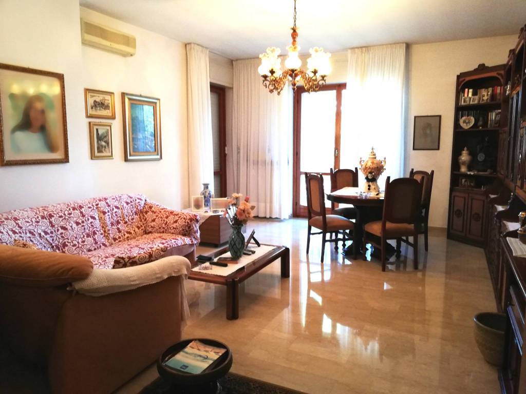 Appartamento in vendita a Gorla Minore, 4 locali, prezzo € 180.000 | CambioCasa.it