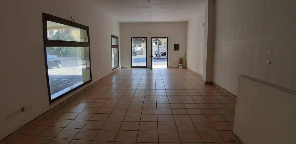 Negozio / Locale in affitto a Mosciano Sant'Angelo, 2 locali, prezzo € 490 | CambioCasa.it