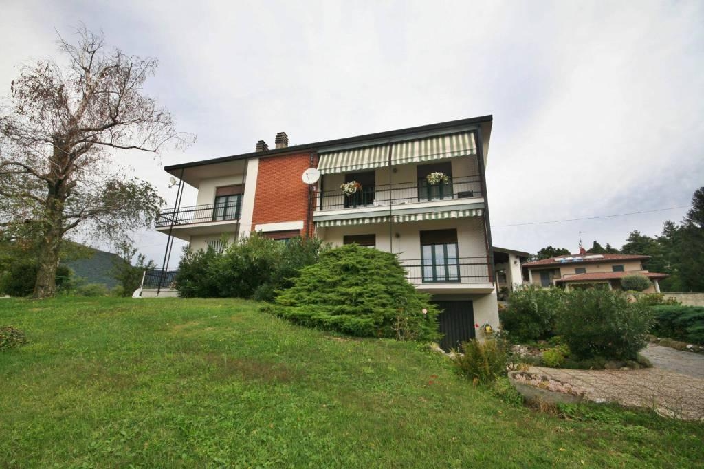 Villa in vendita a Longone al Segrino, 6 locali, prezzo € 340.000 | PortaleAgenzieImmobiliari.it