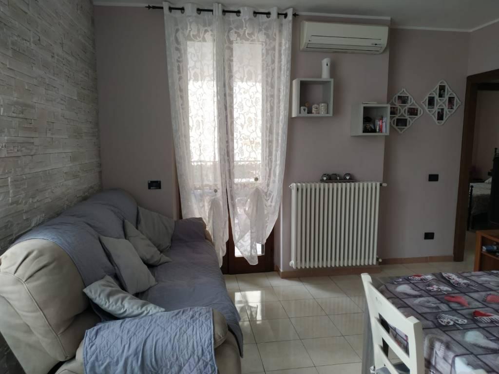 Appartamento in vendita a Comazzo, 3 locali, prezzo € 120.000 | CambioCasa.it