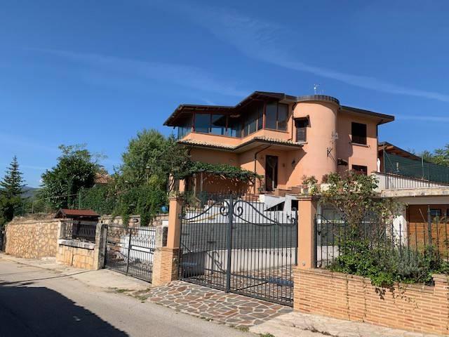 Villa in vendita a Avezzano, 5 locali, prezzo € 250.000 | PortaleAgenzieImmobiliari.it