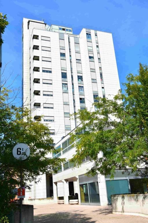 Appartamento in vendita via Larga 38 Bologna