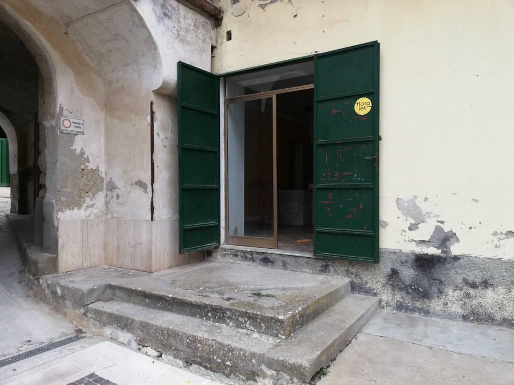 Negozio / Locale in vendita a Piana di Monte Verna, 2 locali, prezzo € 40.000 | CambioCasa.it