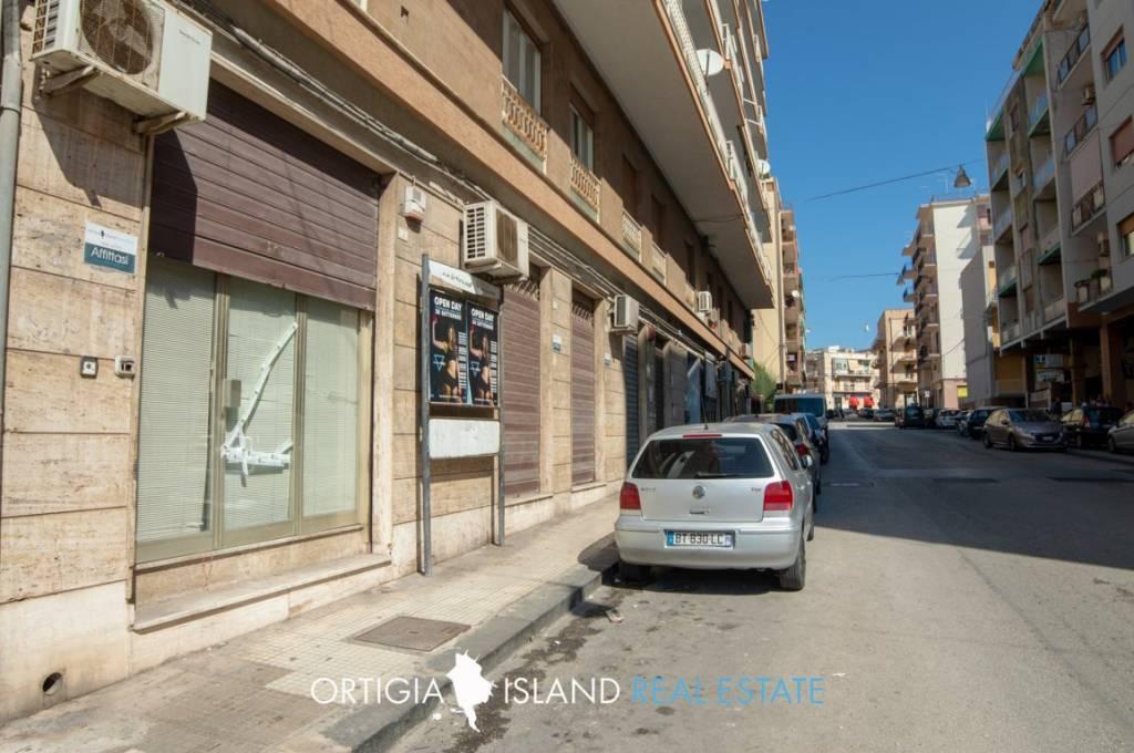 Negozio / Locale in affitto a Siracusa, 6 locali, prezzo € 2.950 | CambioCasa.it