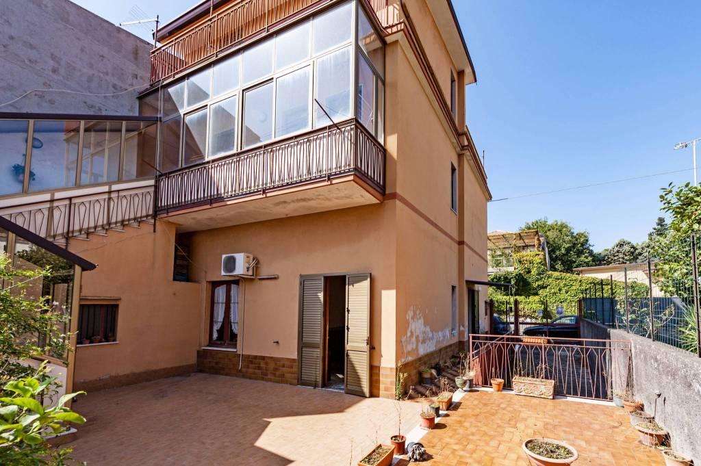 Villa in buone condizioni arredato in vendita Rif. 8465664