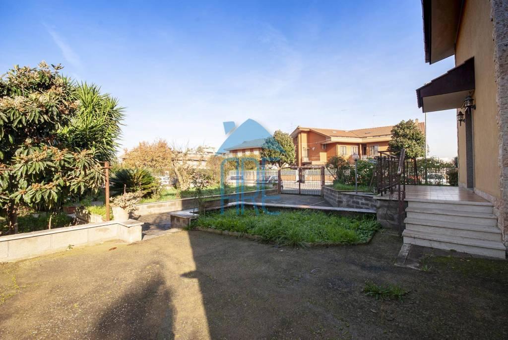 Villa in vendita a Roma, 6 locali, zona Zona: 36 . Finocchio, Torre Gaia, Tor Vergata, Borghesiana, prezzo € 478.000 | CambioCasa.it