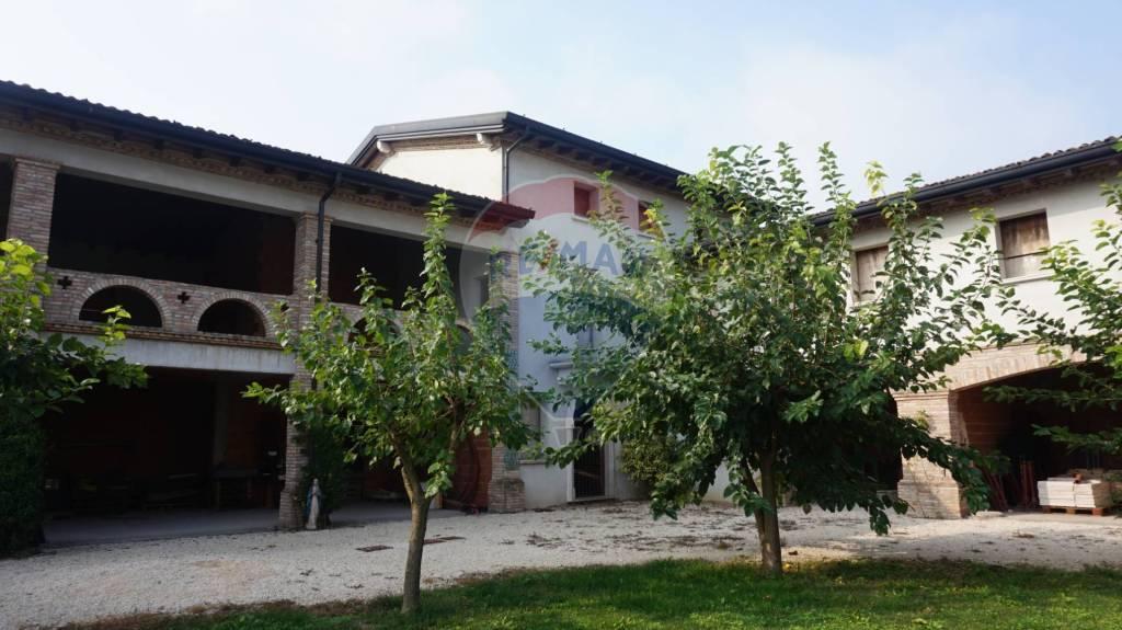 Rustico / Casale in vendita a Remedello, 10 locali, prezzo € 225.000 | PortaleAgenzieImmobiliari.it