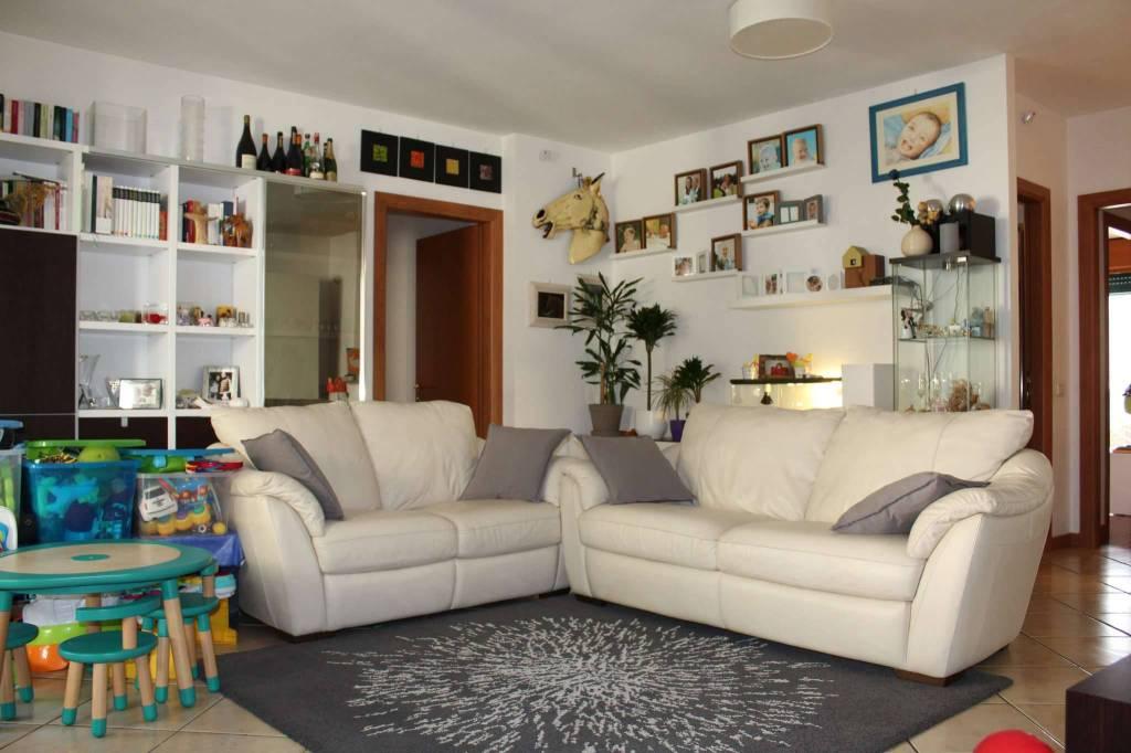 Appartamento in vendita a Treviglio, 4 locali, prezzo € 232.000 | CambioCasa.it