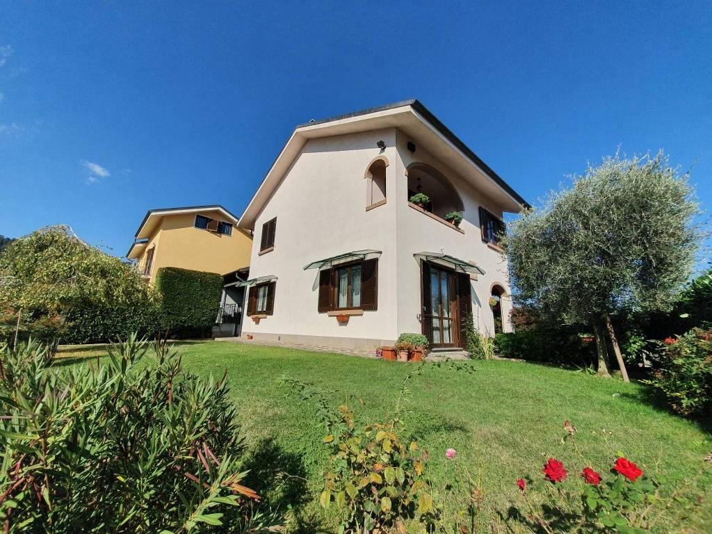 Foto 1 di Villa via Carducci, Roletto