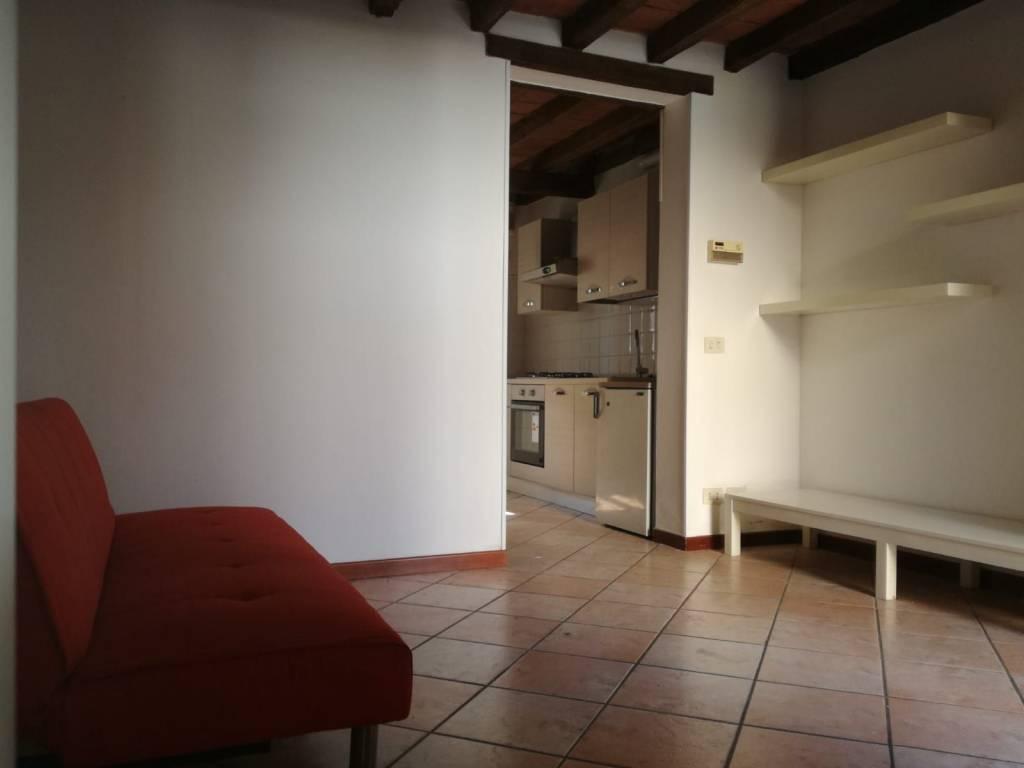 Appartamento in ottime condizioni parzialmente arredato in affitto Rif. 8229442