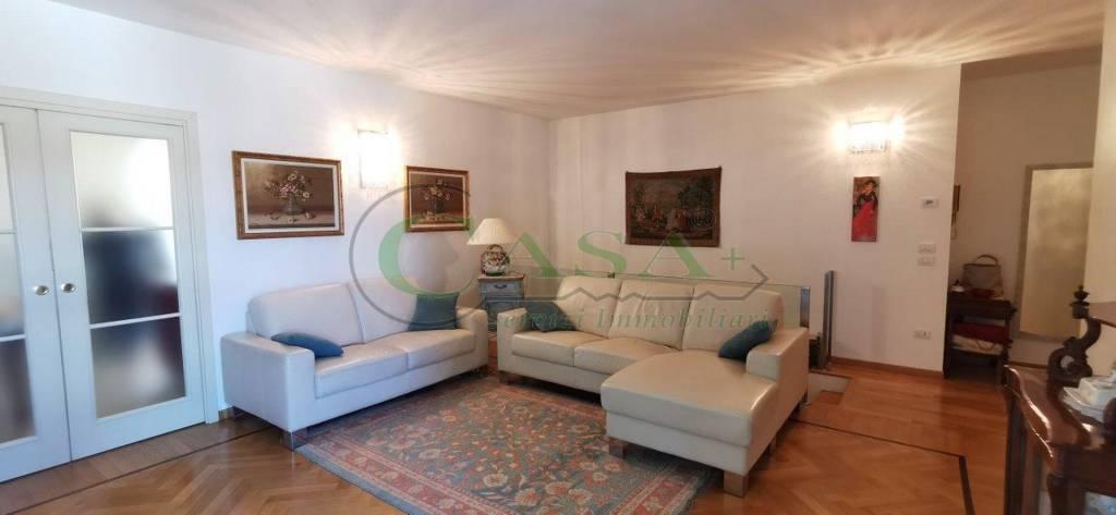 Attico / Mansarda in vendita a Desenzano del Garda, 4 locali, prezzo € 650.000 | PortaleAgenzieImmobiliari.it