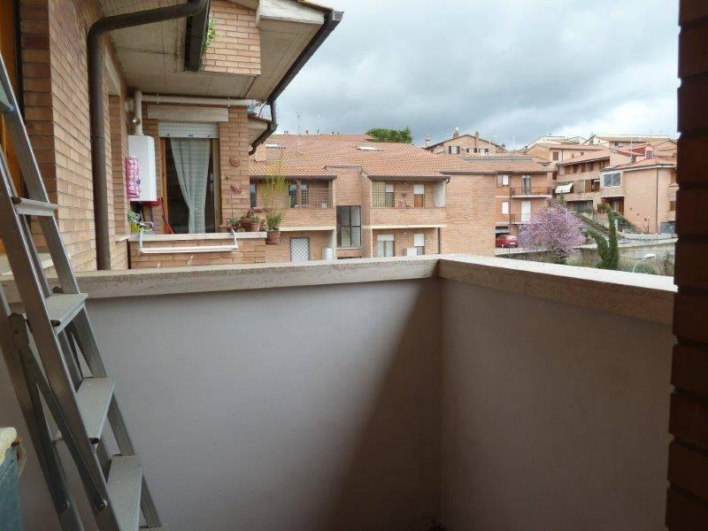 Appartamento in buone condizioni parzialmente arredato in vendita Rif. 9269124