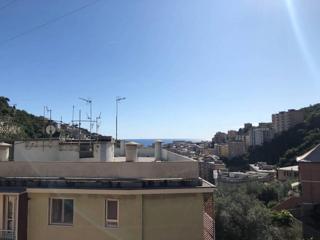 Foto 1 di Attico / Mansarda via Cadighiara, Genova (zona S.Fruttuoso-Borgoratti-S.Martino)
