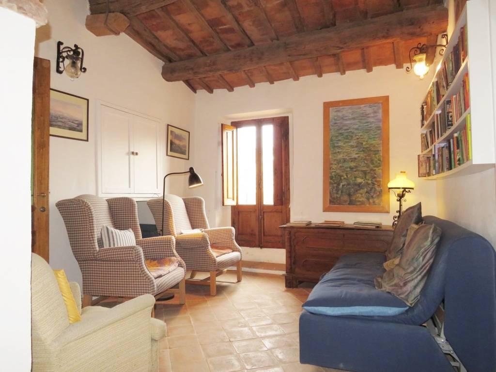 Appartamento in Vendita a Cortona Centro: 4 locali, 85 mq