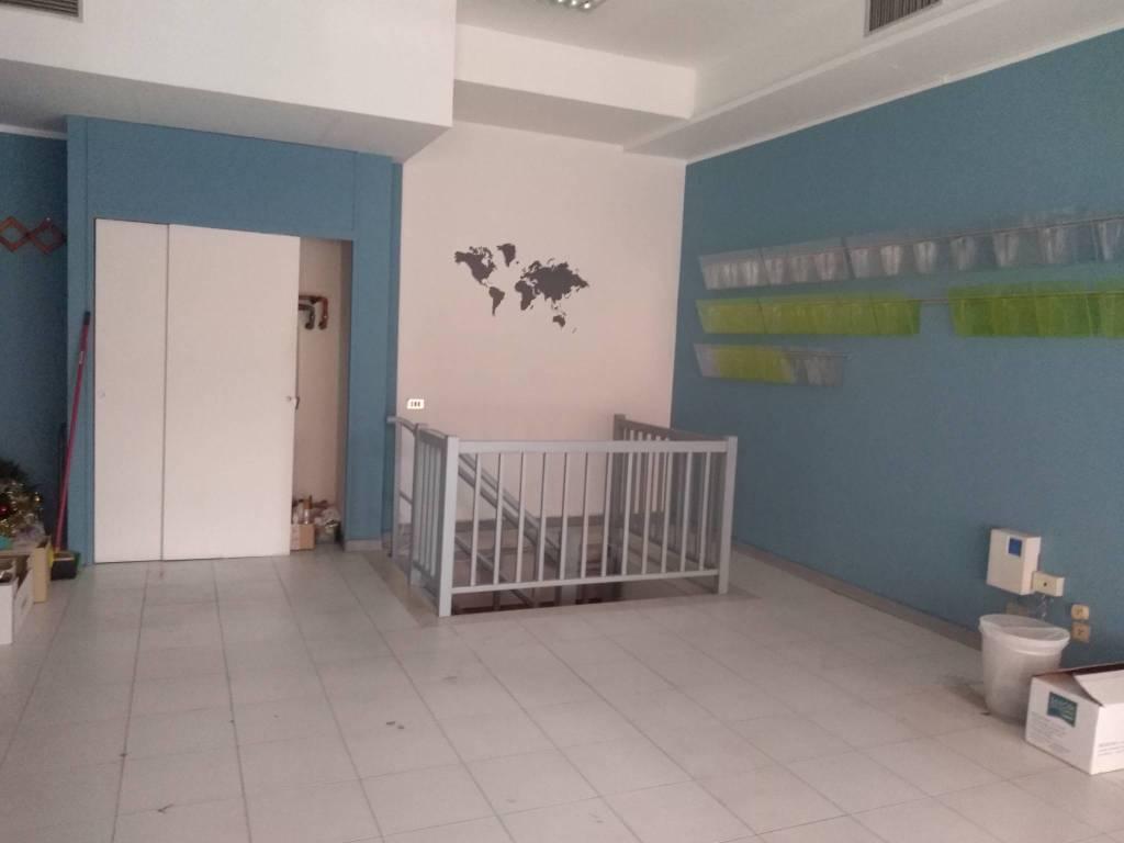 Negozio-locale in Affitto a Rimini Centro: 1 locali, 54 mq