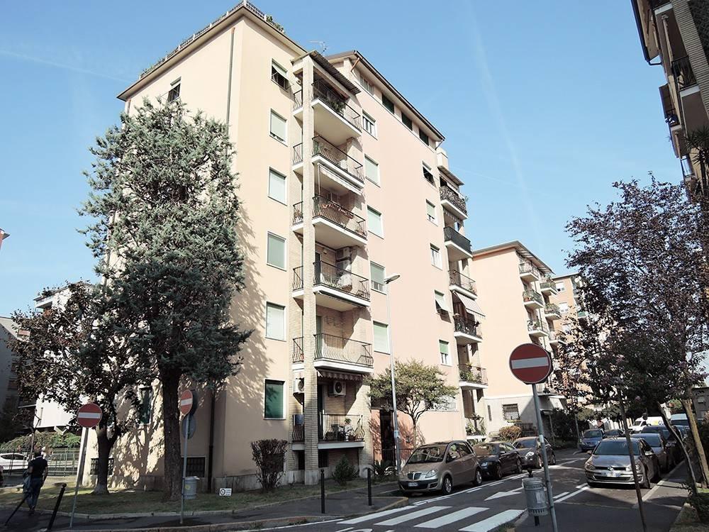Appartamento in Vendita a Cinisello Balsamo Periferia: 4 locali, 131 mq