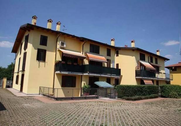 Appartamento in buone condizioni in vendita Rif. 9447976