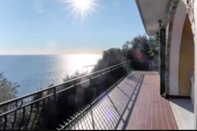 Villa in vendita a San Lorenzo al Mare, 4 locali, prezzo € 480.000 | CambioCasa.it