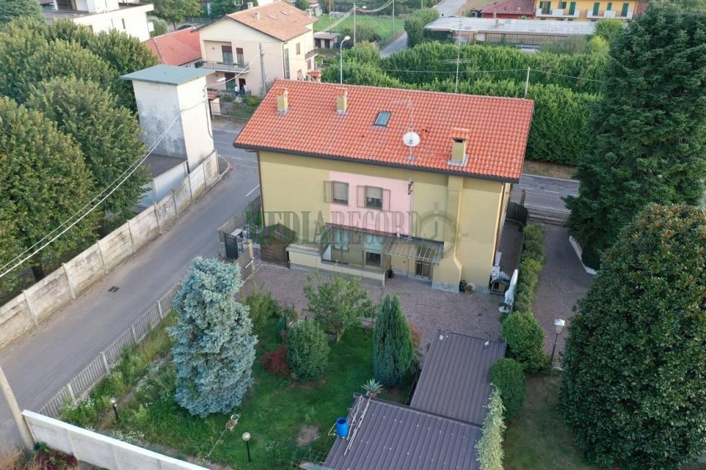 Villa in vendita a Lomazzo, 4 locali, prezzo € 186.000 | PortaleAgenzieImmobiliari.it