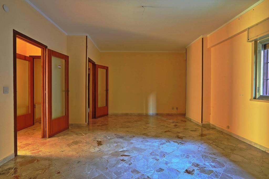 Appartamento in Vendita a Palermo Semicentro Sud: 4 locali, 130 mq
