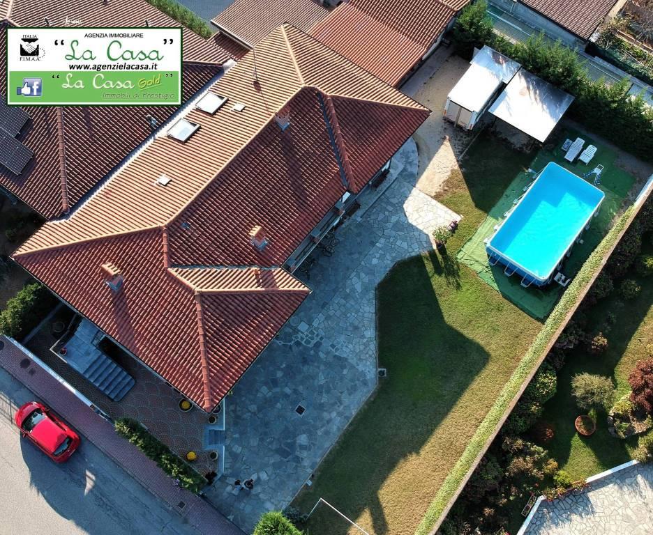 Villa in vendita a Santena, 6 locali, prezzo € 575.000 | CambioCasa.it