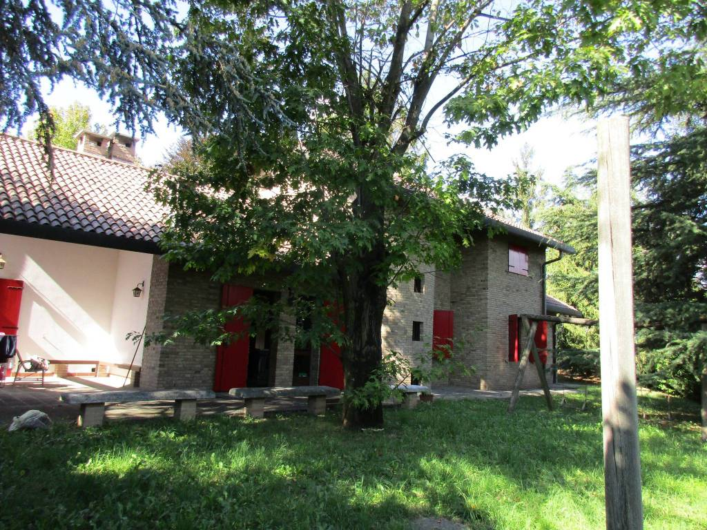 Villa in vendita a Monguzzo, 13 locali, prezzo € 470.000 | PortaleAgenzieImmobiliari.it