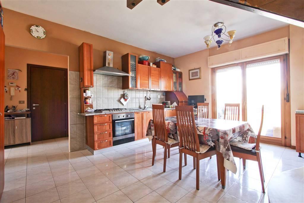 Appartamento in vendita a Ciampino, 5 locali, prezzo € 230.000 | PortaleAgenzieImmobiliari.it