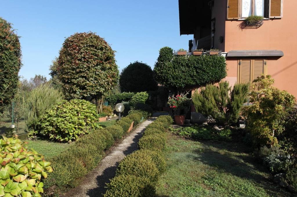 Appartamento in vendita a Comabbio, 3 locali, prezzo € 130.000 | CambioCasa.it