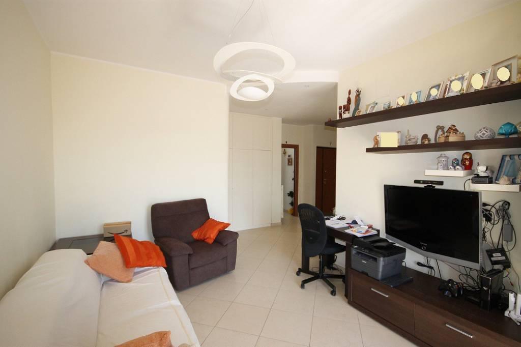 Appartamento in vendita a Bari, 3 locali, prezzo € 189.000 | CambioCasa.it