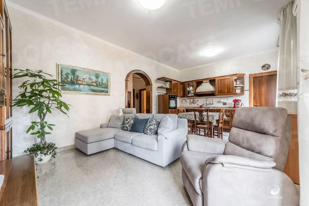 Appartamento in Vendita a Reggio Emilia: 4 locali, 114 mq