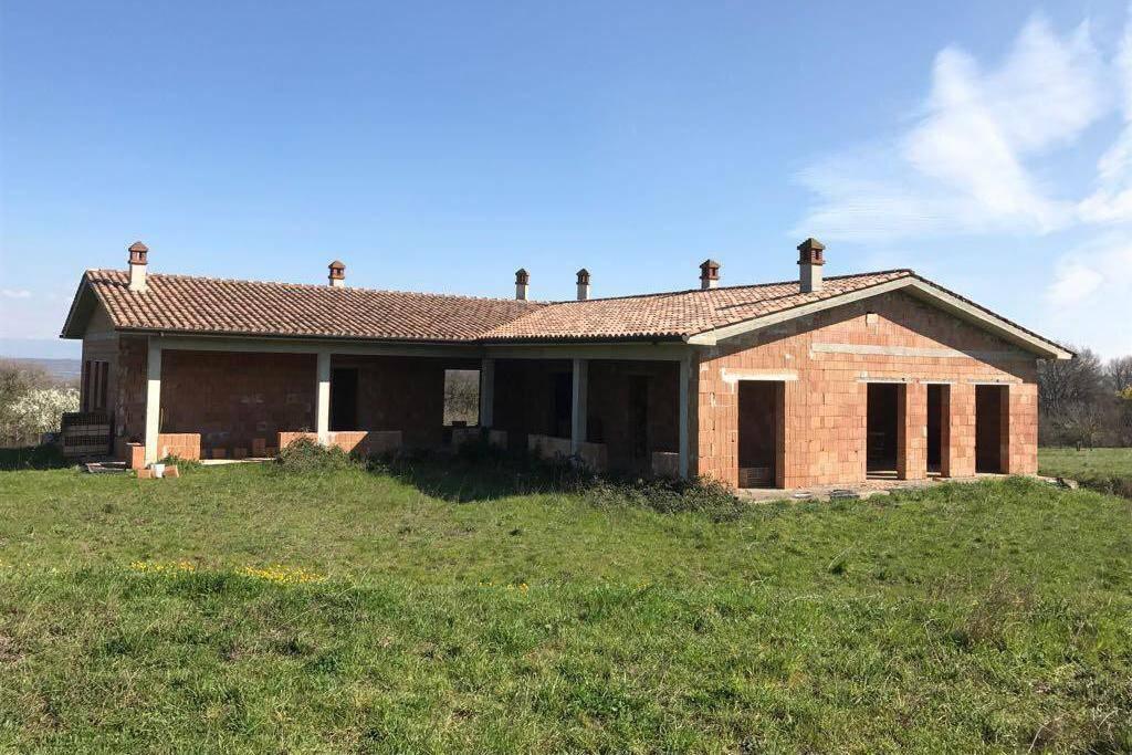 Villa in vendita a Monterosi, 8 locali, prezzo € 250.000 | CambioCasa.it