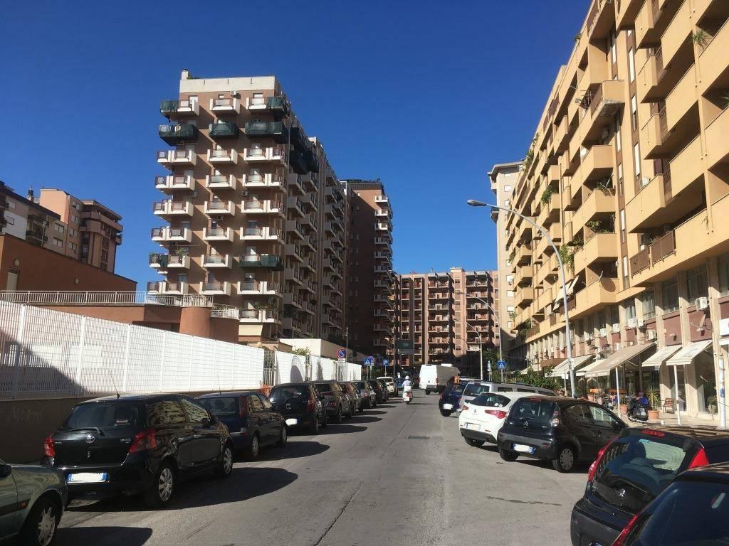 Posto-box auto in Vendita a Palermo Centro: 25 mq