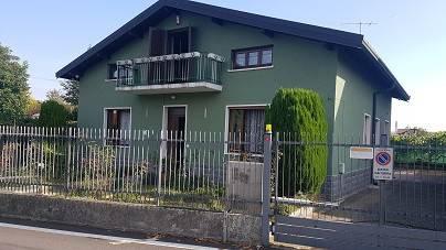 Villa in vendita a Venegono Inferiore, 7 locali, prezzo € 520.000 | CambioCasa.it