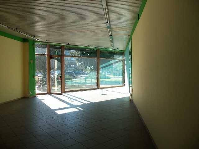 Negozio-locale in Affitto a Arezzo: 1 locali, 140 mq