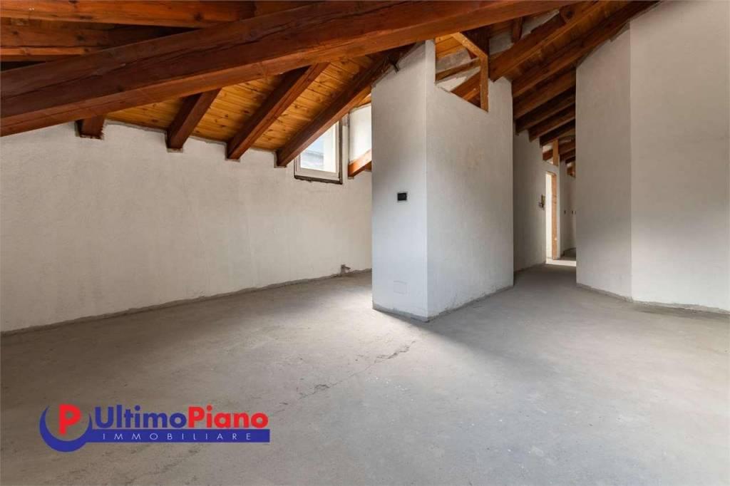 Attico / Mansarda in vendita a Aosta, 5 locali, prezzo € 280.000   PortaleAgenzieImmobiliari.it