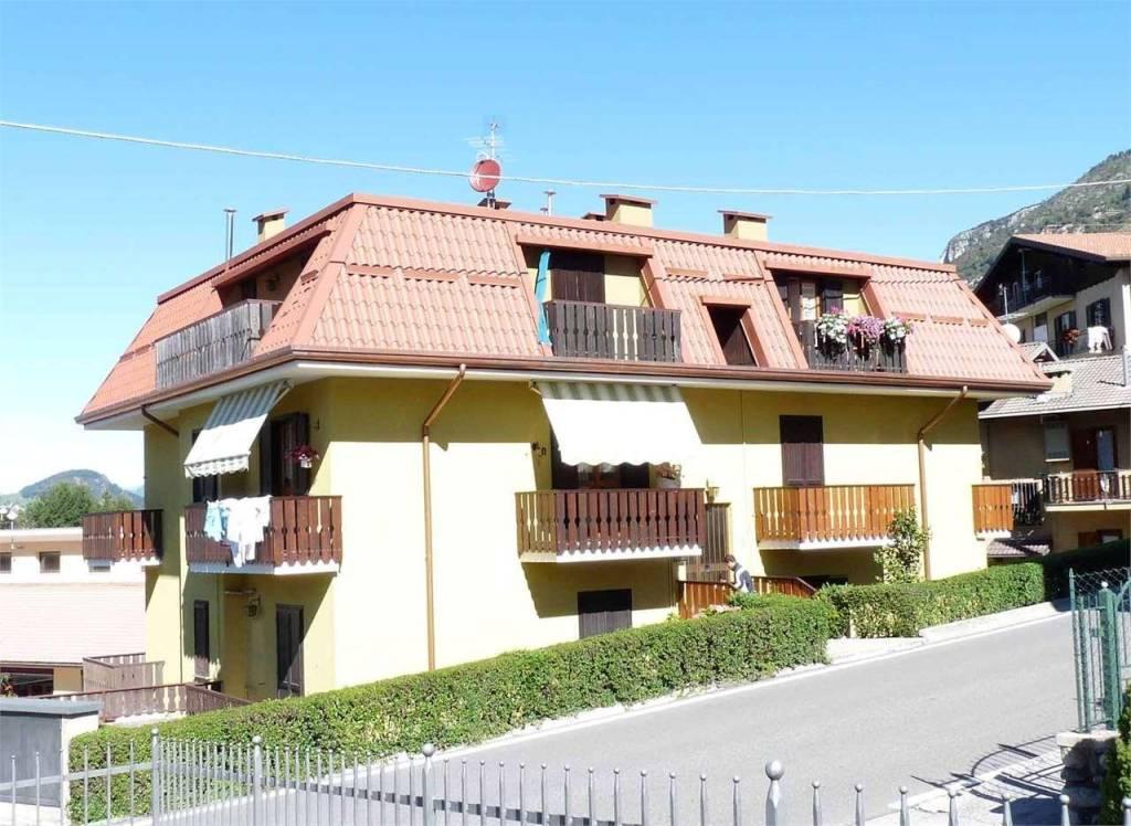Appartamento in buone condizioni arredato in vendita Rif. 7539973