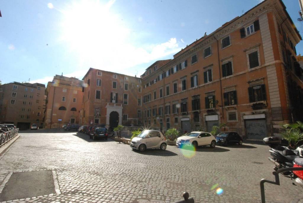 Appartamento in affitto a Roma, 4 locali, prezzo € 3.800 | CambioCasa.it