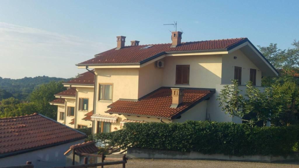 Villa in vendita a Candia Canavese, 9 locali, prezzo € 249.000   CambioCasa.it