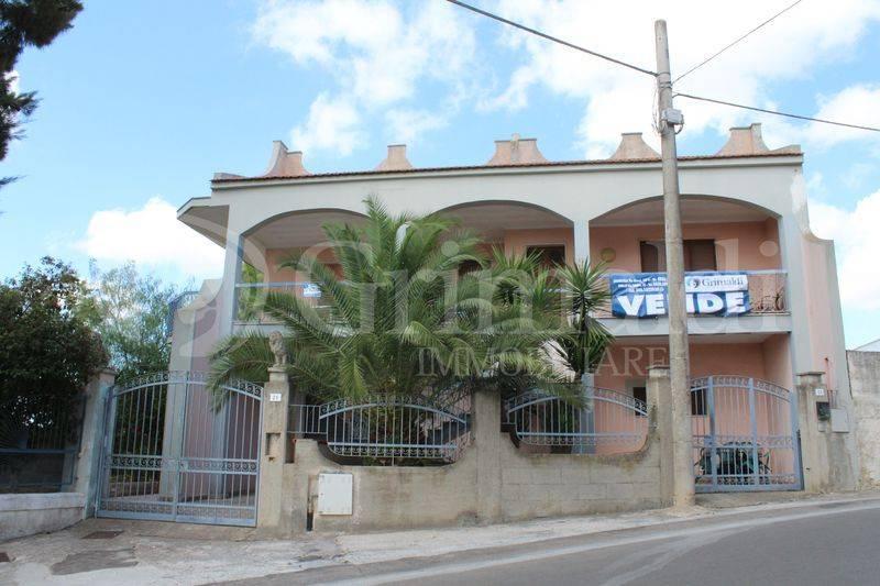 Villa in Vendita a Tuglie Centro: 5 locali, 588 mq