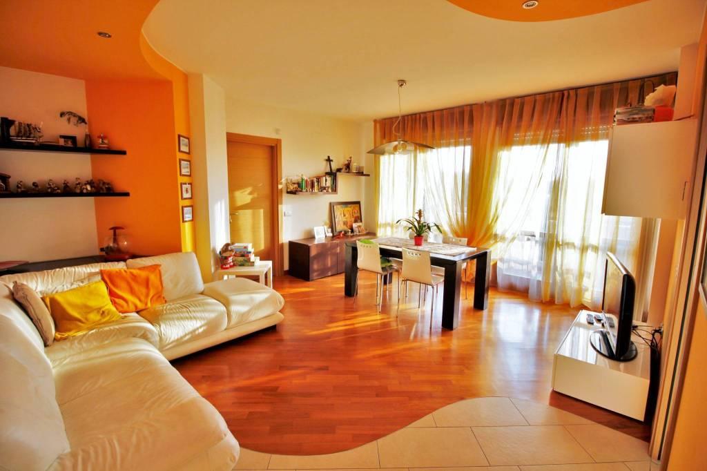 Appartamento in vendita a Rescaldina, 3 locali, prezzo € 170.000 | PortaleAgenzieImmobiliari.it