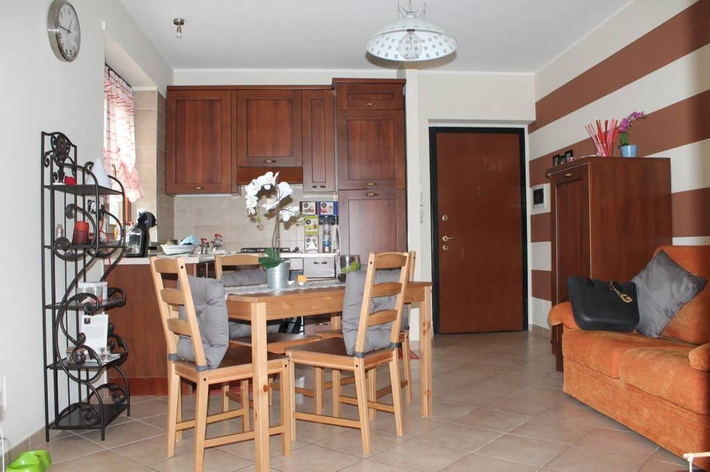 Appartamento in ottime condizioni arredato in affitto Rif. 8214634