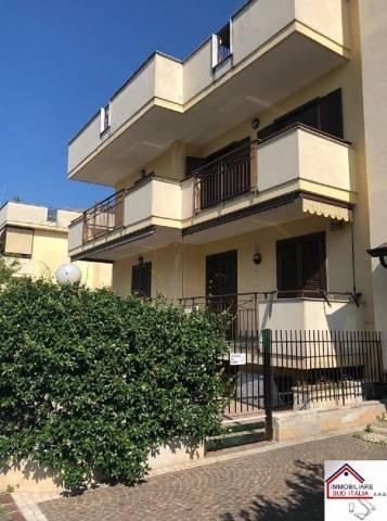 Appartamento in ottime condizioni parzialmente arredato in vendita Rif. 7299059