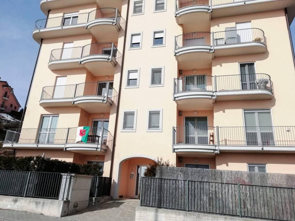 Foto 1 di Villa viale E. Marone, Santa Vittoria D'alba