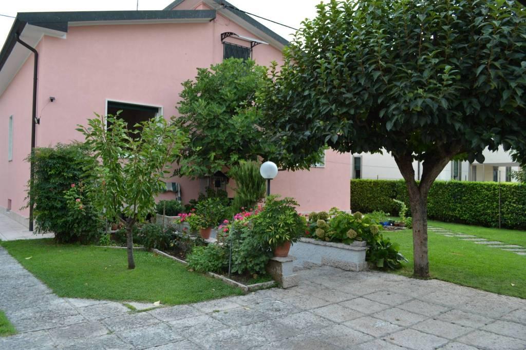 Villa in vendita a Villafranca di Verona, 6 locali, prezzo € 480.000 | CambioCasa.it