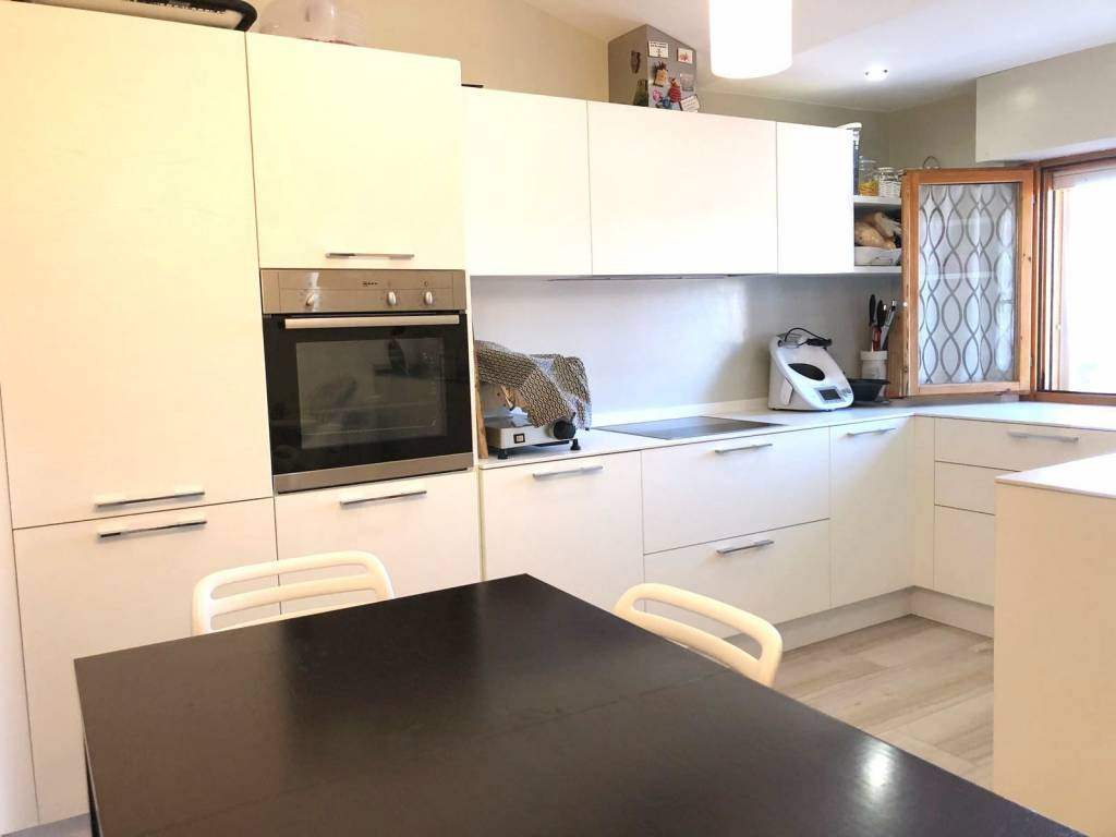 Appartamento in ottime condizioni parzialmente arredato in vendita Rif. 7494390