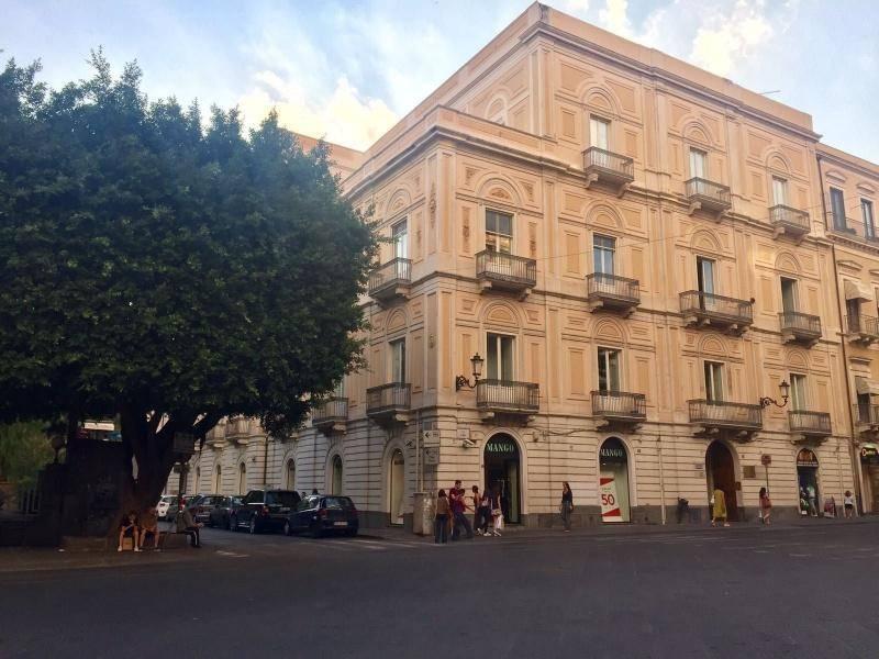 Appartamento in Vendita a Catania Centro: 5 locali, 295 mq