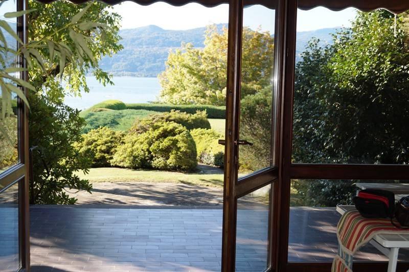 Villa in affitto a Ispra, 4 locali, prezzo € 2.000 | CambioCasa.it