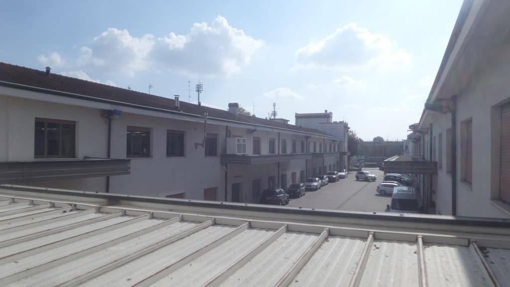 Capannone in affitto a Carpi, 6 locali, prezzo € 9.500 | CambioCasa.it