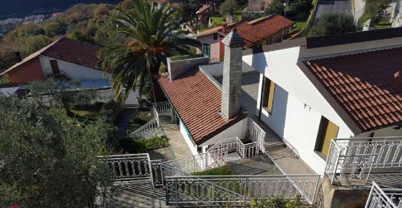 Villa in vendita a Finale Ligure, 5 locali, prezzo € 680.000 | PortaleAgenzieImmobiliari.it