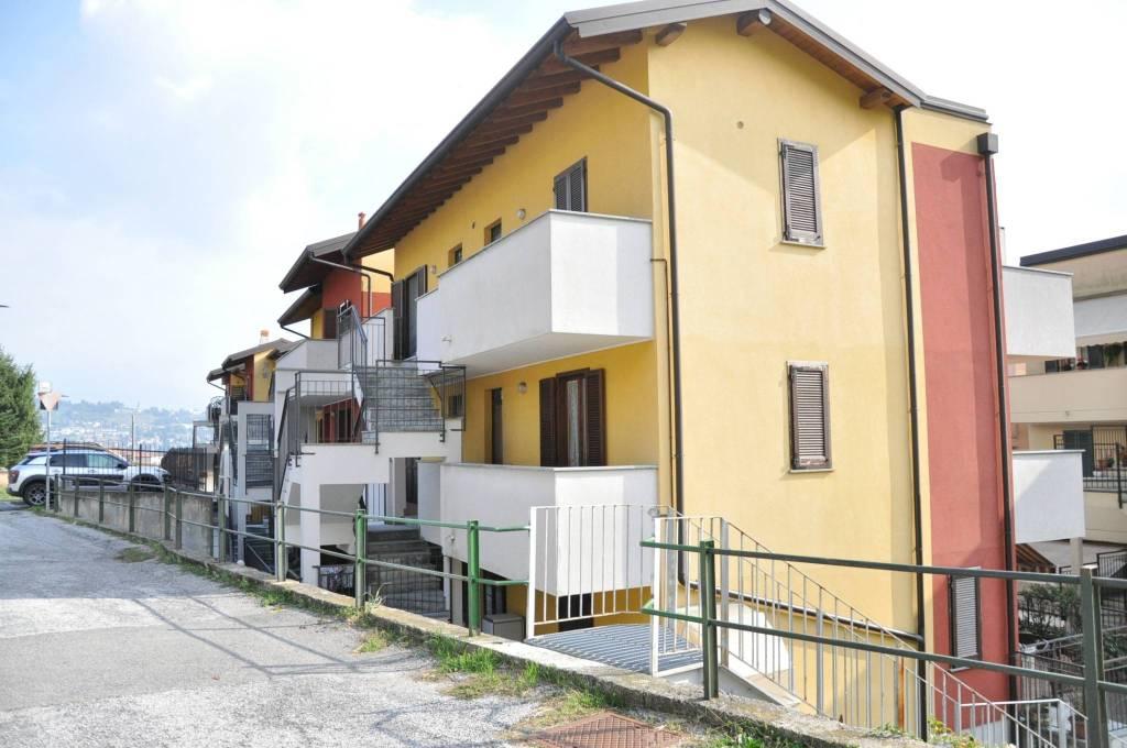 Appartamento in buone condizioni arredato in vendita Rif. 7643715